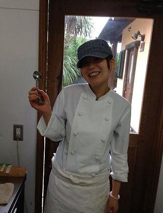 patissier japonaise qui travaille avec passion