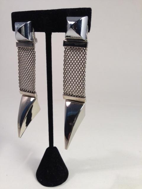 Talonted earings. Silver/silver