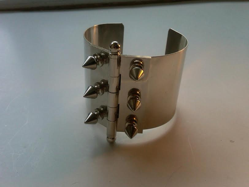 HG-BR201. On The Hinge Cuff.Silver.