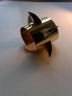 HG-BR301. Claw Ur Way Up cuff.