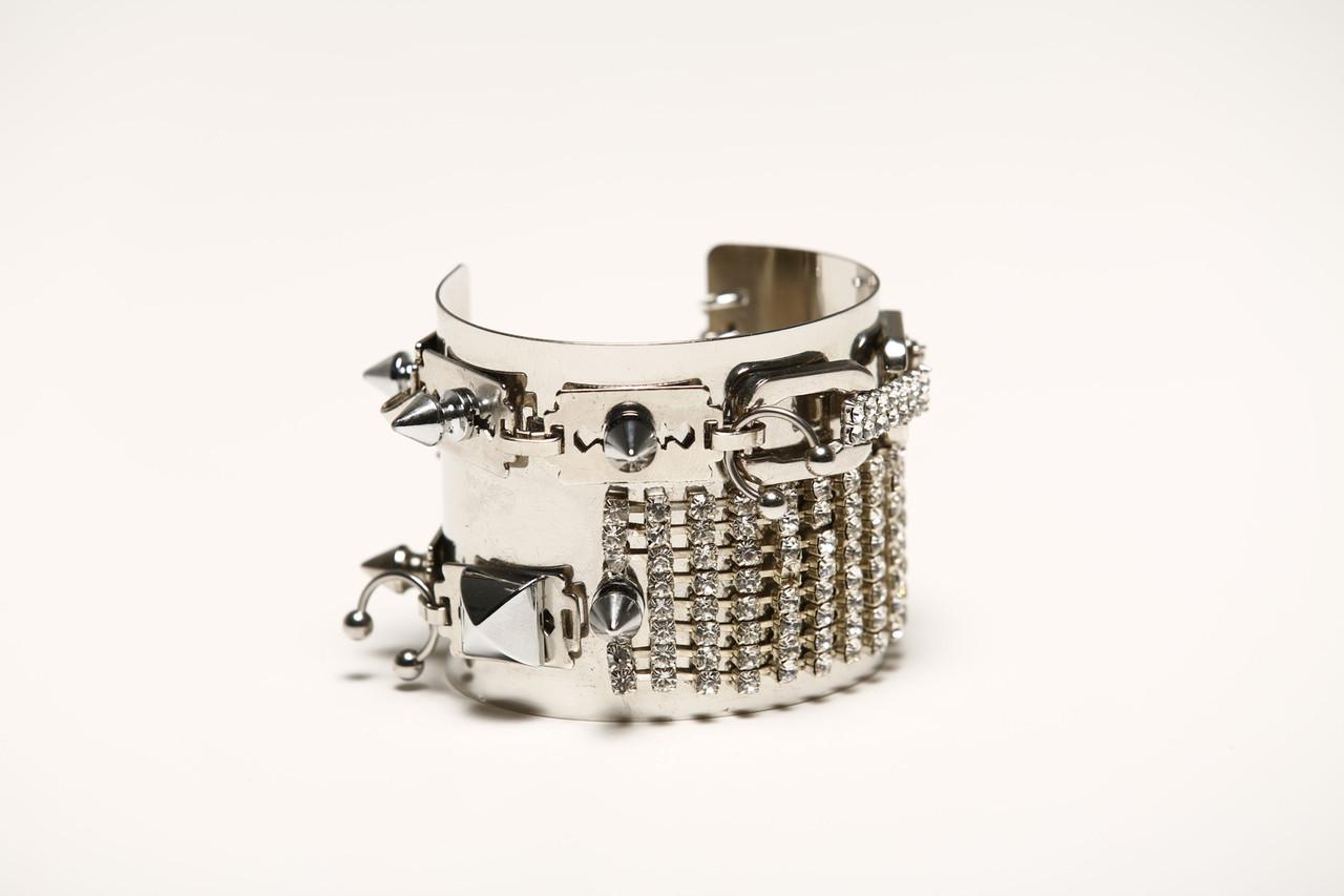 HG-BR13. Razor Sharp cuff.