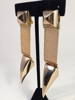 Talonted earrings. Gold/gold