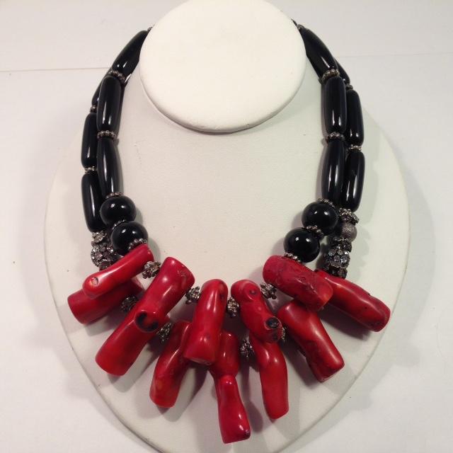 NE-1260.Coral & Onyx necklaces