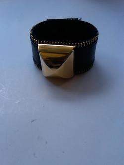 GD-BR49. Slave. Leather zipper trim.