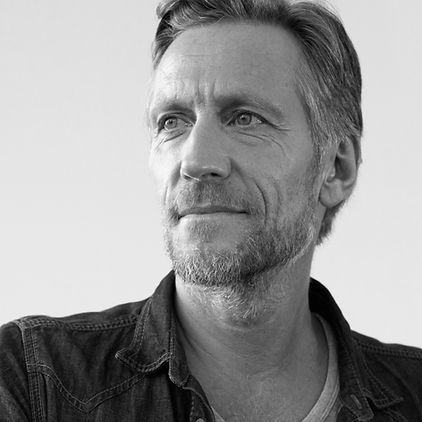 Portrait noir et blanc d'un homme
