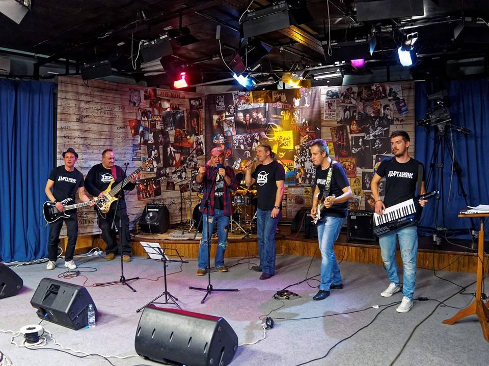 Група Дъртанянс live at tv show