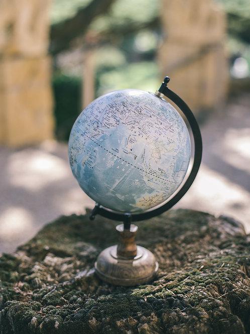 Le globe terrestre bleu