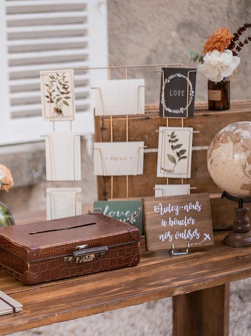 Le présentoir à cartes postales doré