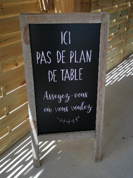 """Le chevalet en bois  """"ici pas de plan de table"""""""