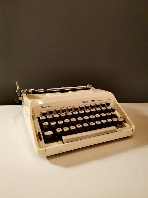 La machine à écrire vintage écrue
