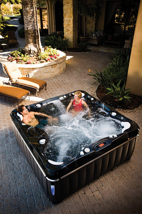Caldera Niagara Hot Tub