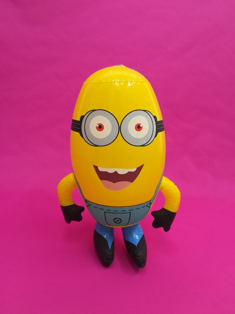 Minion inflable, personaje inflable.