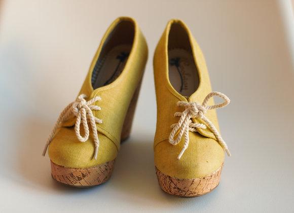 Sapatos cunha amarelos