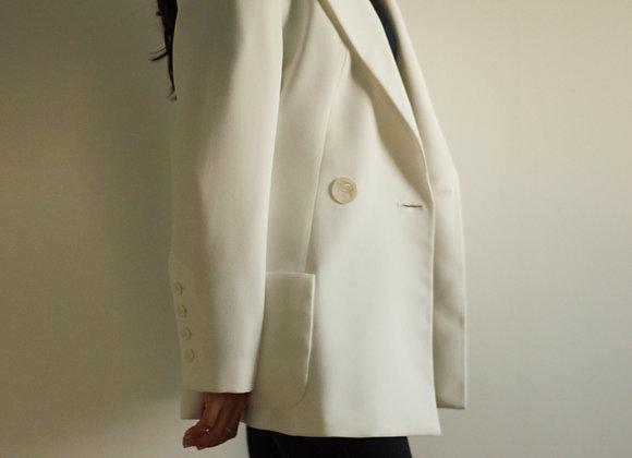 Blazer branco com botões grandes