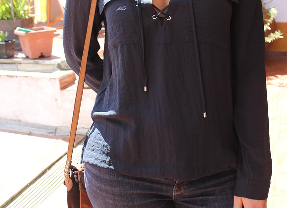 Camisa detalhe decote