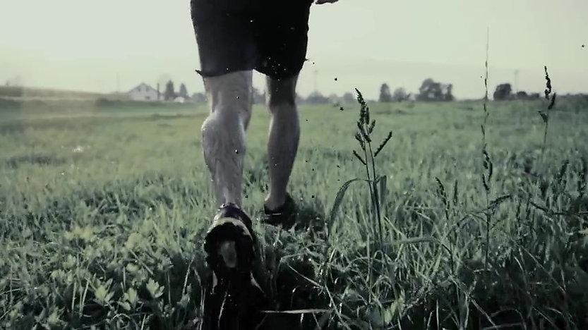 løb i græs_Momentfinal.jpg