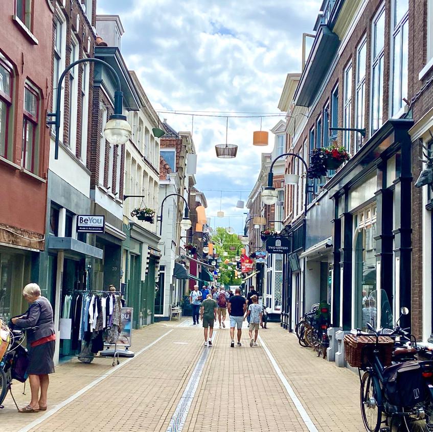 רחוב קניות במרכז העיר חורינכם