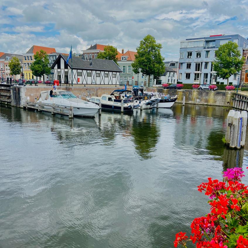 נמל קטן במרכז העיר