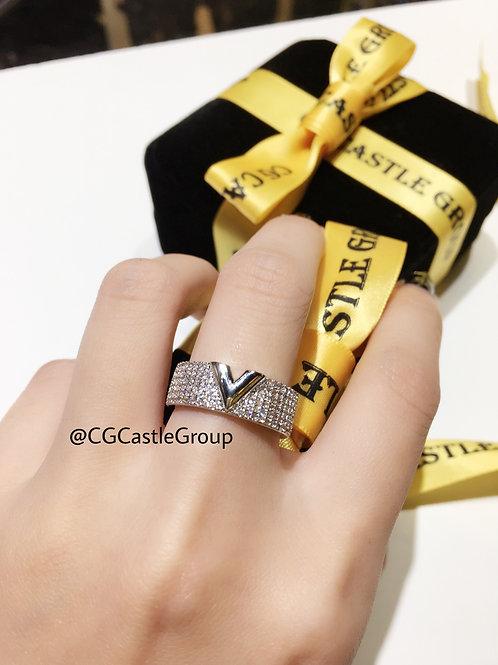 CG V Style Crystal Ring