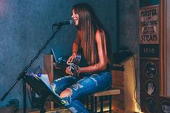 chanteuse Evreux .jpg
