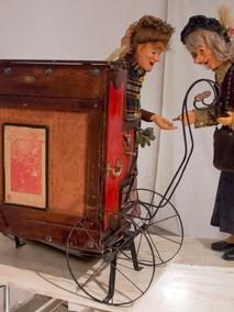 Mendiantes au piano mécanique