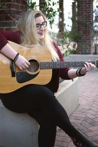 Aleyna Brown guitar