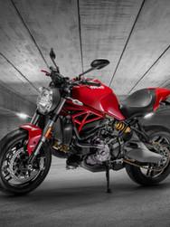 2- Ducati Shoot - Garage - SM-1_edited_edited.jpg