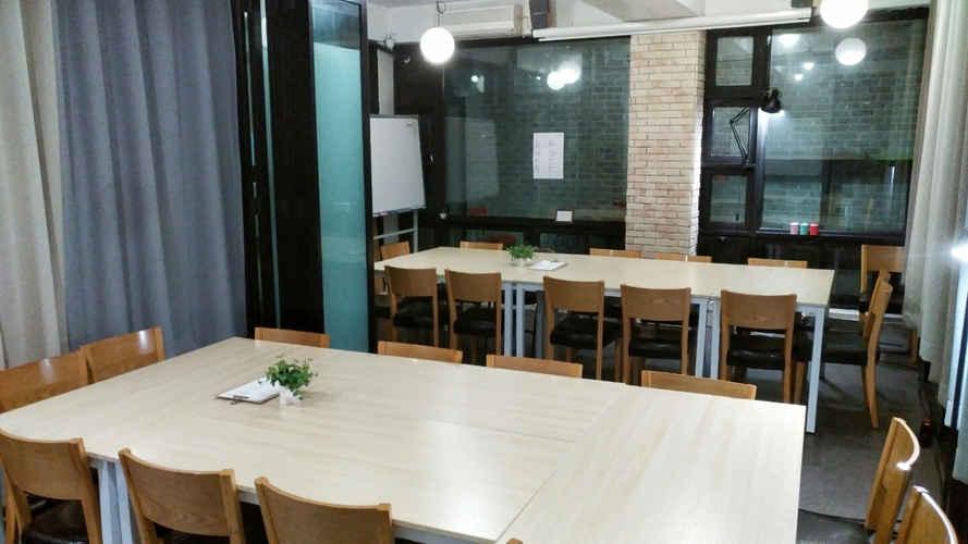 동아리 강연장 소셜팩토리 회의실 발표 M (2).jpg