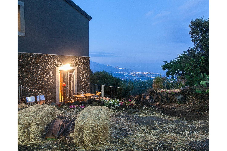 1 night on Etna,dinner,wine& trekking