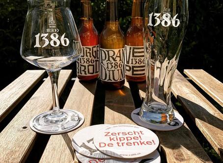 Die Biergläser von 1386 im Rampenverkauf