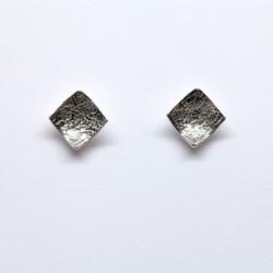 Reticulated stud earrings