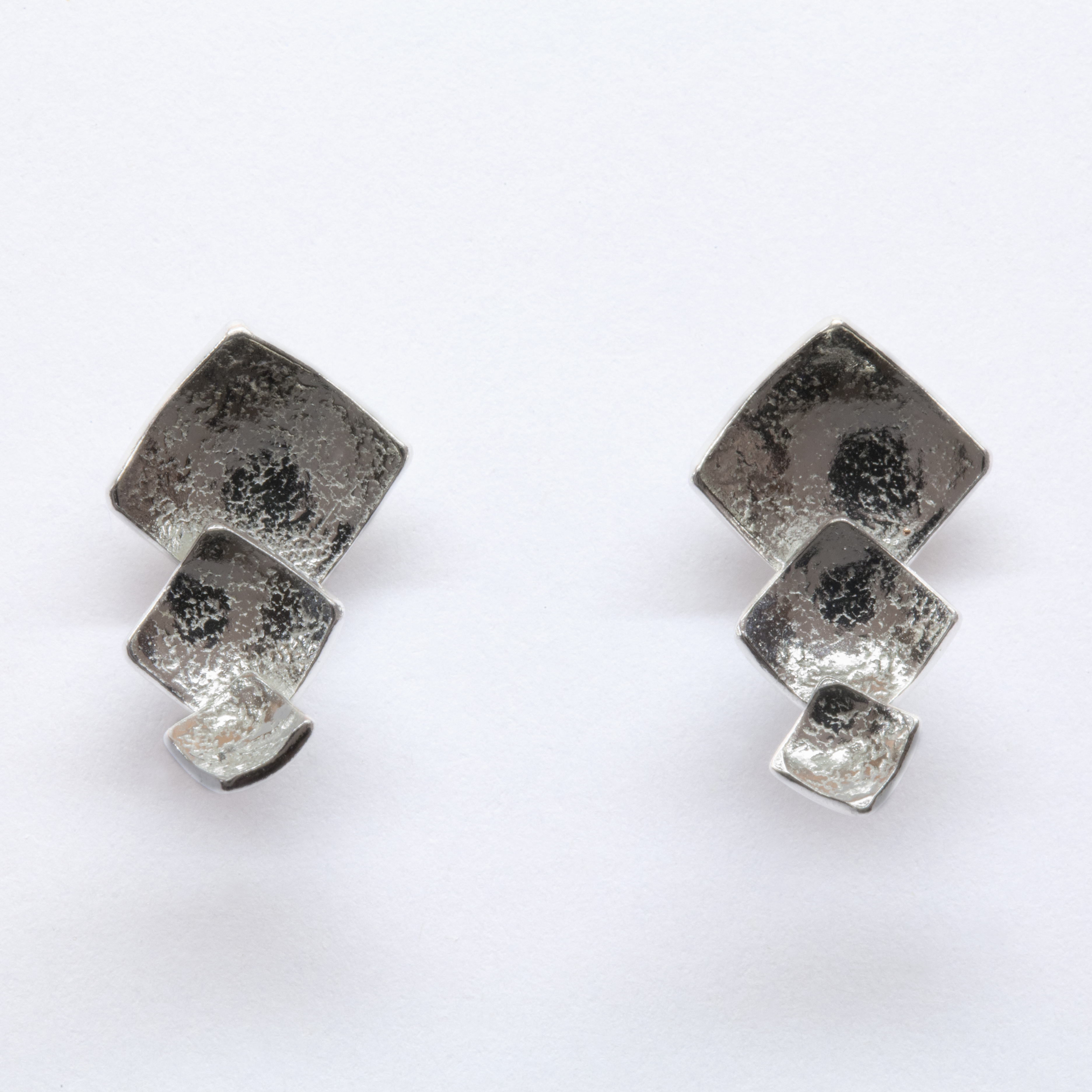 Reticulated stud earrings