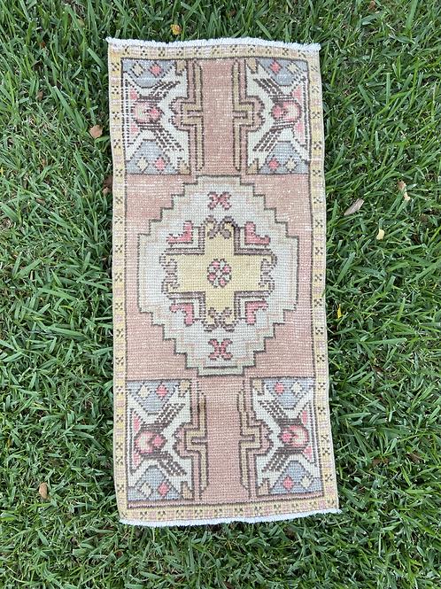 Lily Vintage Rug 1.6' x 3.6'