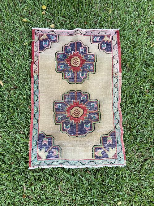 Sunny Vintage Rug 2.4' x 3.4'