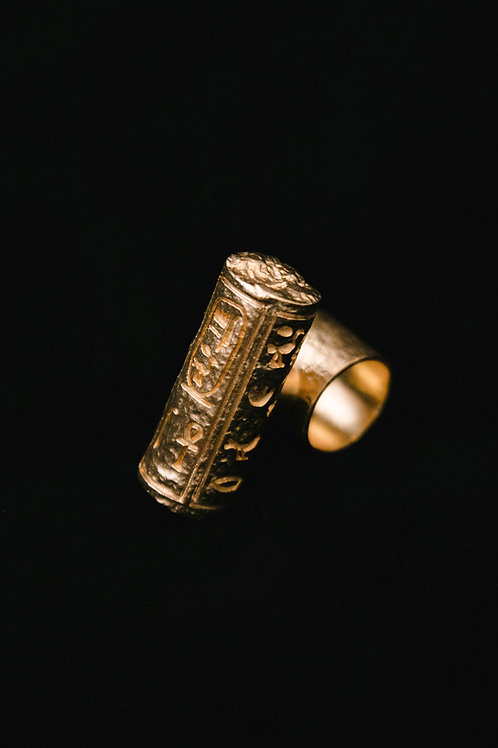 Queen`s hieroglyphic seal ring