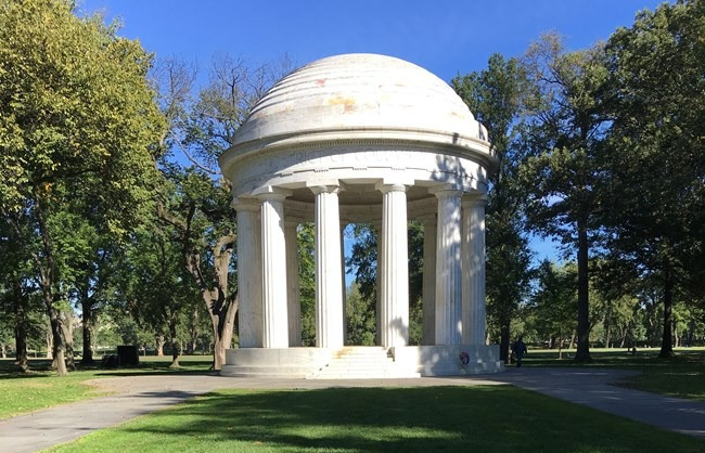Photo of DC War Memorial a domed structure supported by columns.