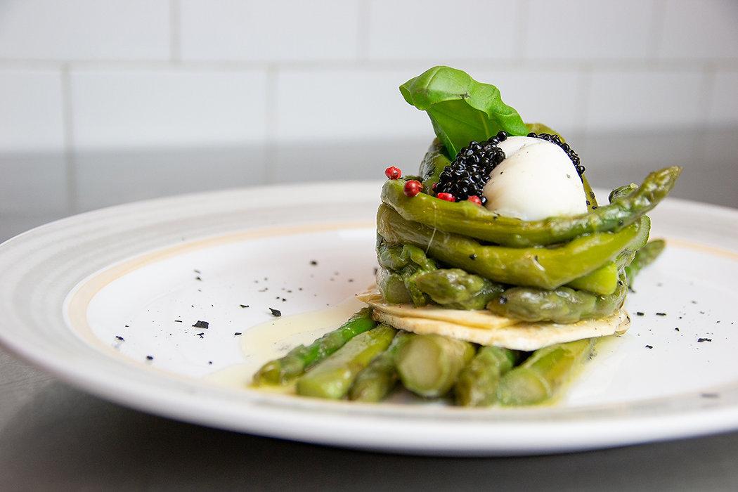 uovo con asparagi