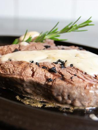 Medaglione di filetto con crema di Gorgonzola Dop e Pistacchi