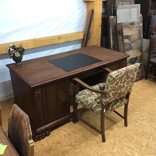 Seltener Schreibtisch, aufwendig restauriert mit Tatzenfüßen