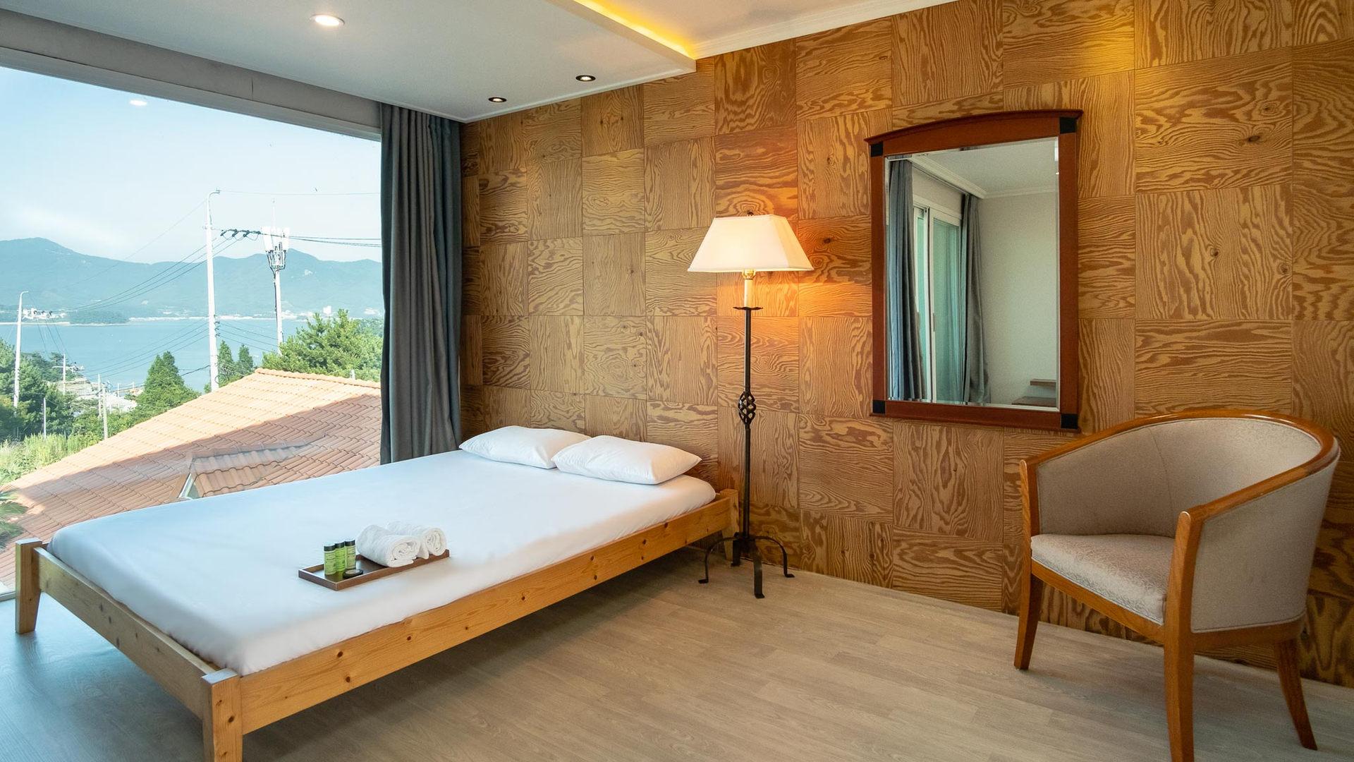 Room 06-4.jpg