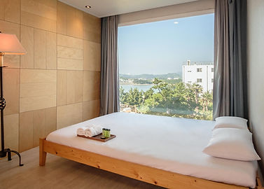 Room 04-1.jpg