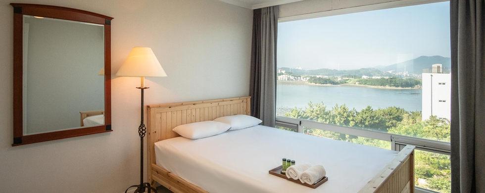 Room 08-2.jpg
