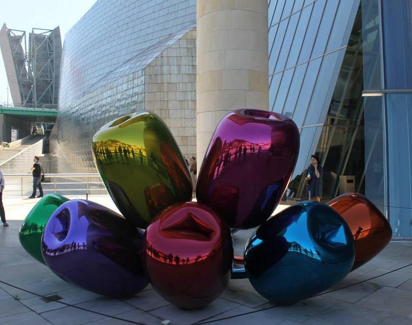 Jeff Koons Guggenheim Bilbao.jpg