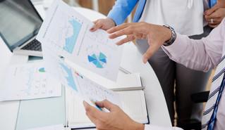 Quais relatórios financeiros devo usar para administrar minha empresa?