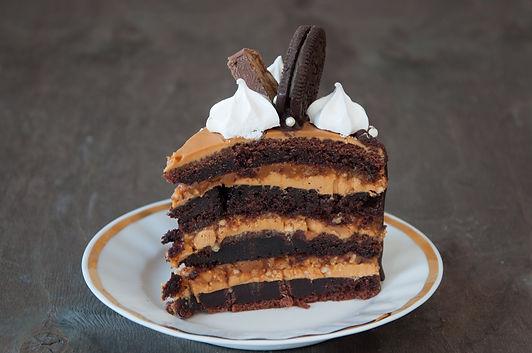 Торт Сникерс разрез