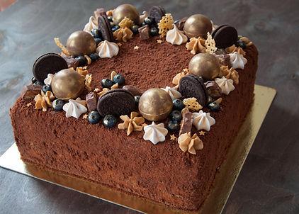 Сникерс Декор торта в виде гирлянды