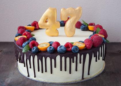 Торт Рыжик Ягодный декор Оформление торта ягодами