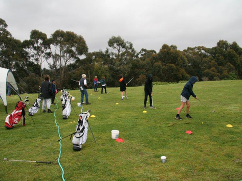 What a brilliant site - Young golfers learning!
