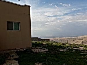 بيت مستقل 150 م على ارض دونم مسور ومطل على فلسطين و البحر الميت للبيع من المالك