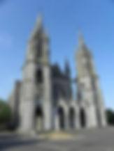 Pontmain_(53)_Basilique_01.jpg